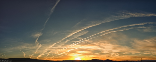Nevada_Sunrise_Contrails