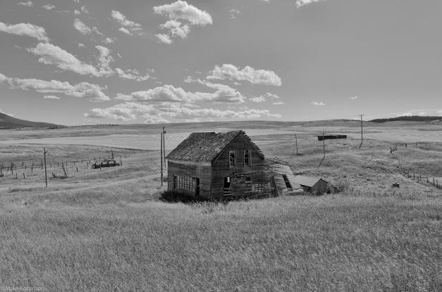 Montana_Abandoned_Farmhouse_BW