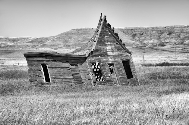 Montana_Abandoned_Leaning_Farmhouse_BW