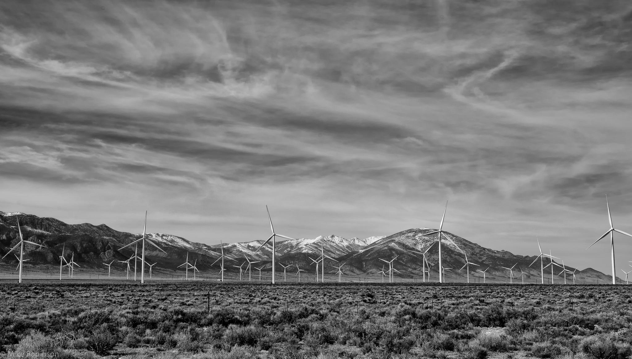 Utah_Wind_Farm_2_BW