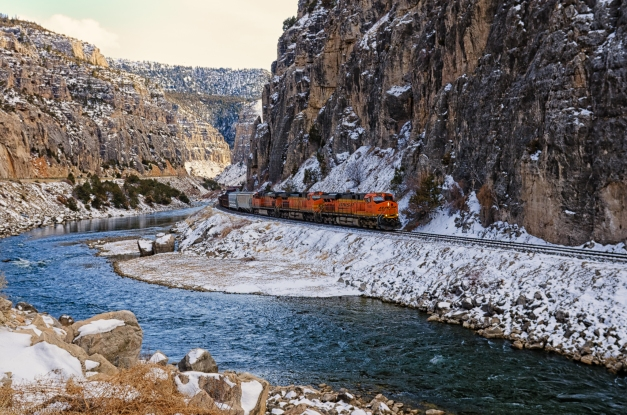 Shoshone_Canyon_Train