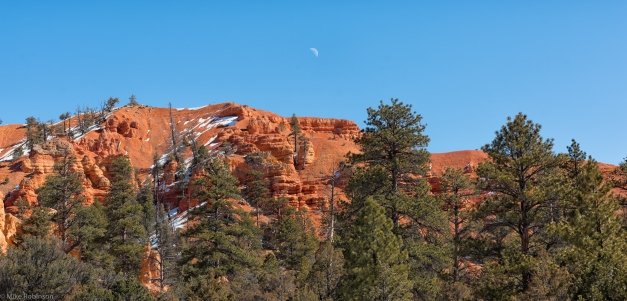 Utah_Red_Rocks_and_Moon