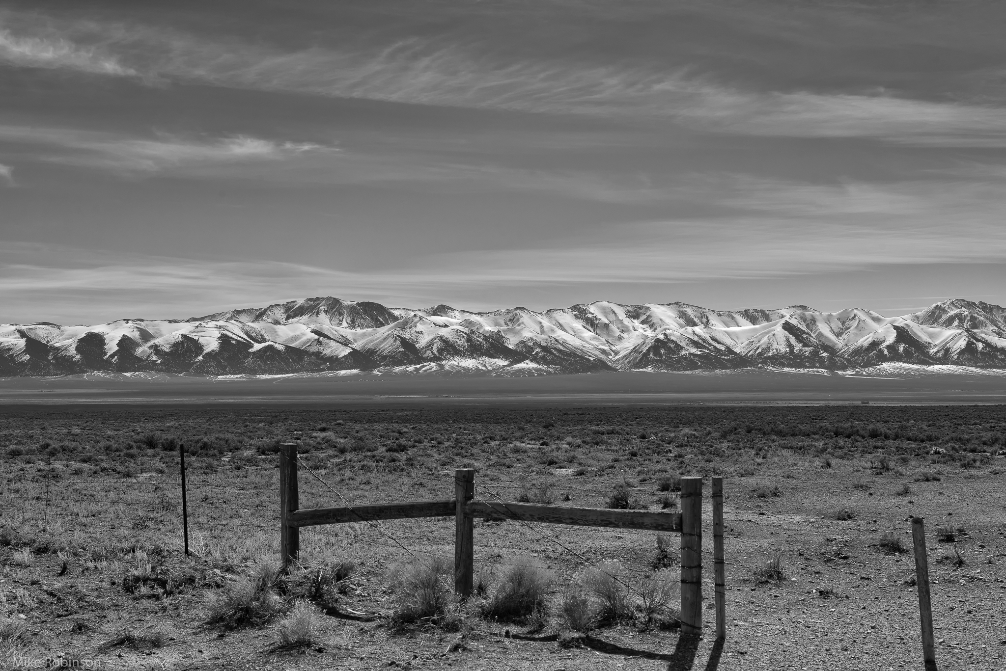 Gate_to_the_Mountains_BW