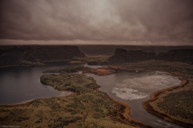 Dry_Falls_on_a_Wet_Day