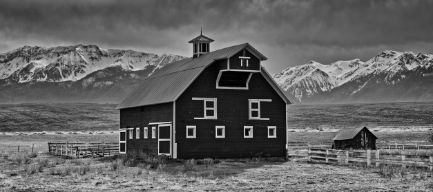 Cloudy_Mountain_Barn_BW