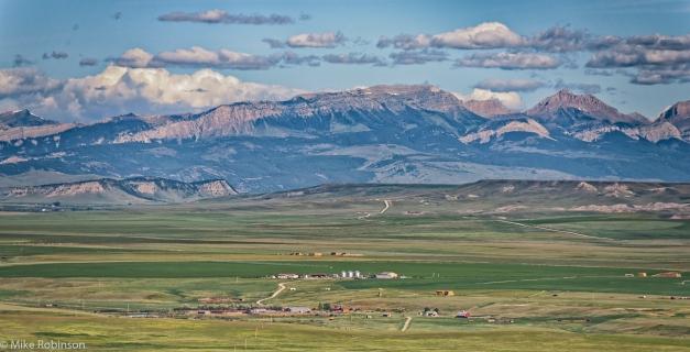 Farm_and_Mountains