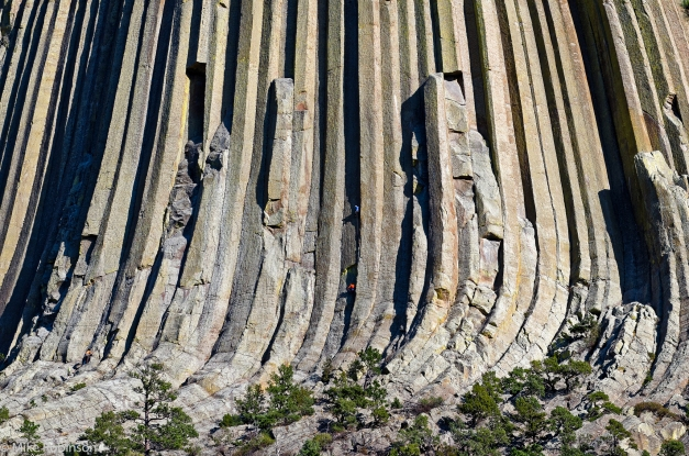 Devils_Tower_Closeup_Climbers