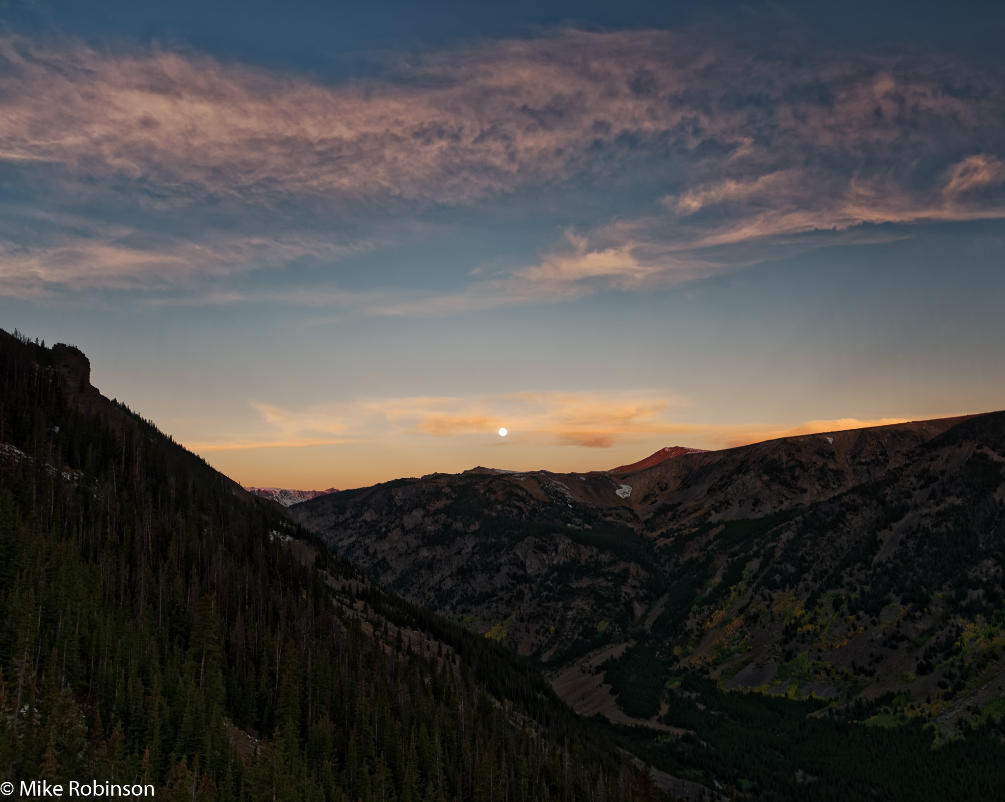 setting_moon_rising_sun_2