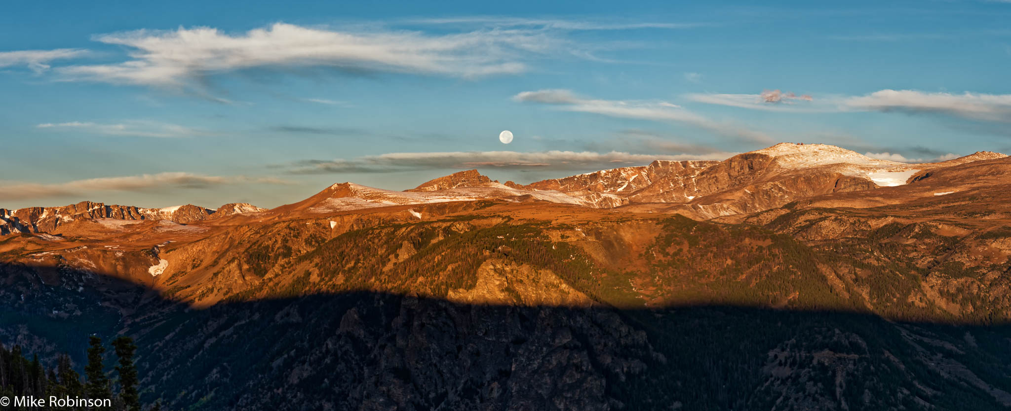 moon-over-beartooth-pass